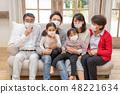 三代家庭戴著面具流感打噴嚏流鼻涕病毒感冒冷預防 48221634
