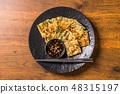 부침개 한국 음식 한국의 오코노미 야키 jijim and iron pan Korean food 48315197