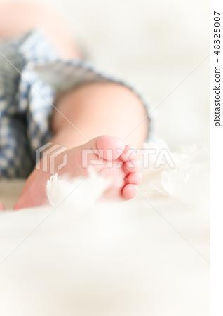 아기 다리 클로즈업 48325007