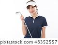 젊은 여성 골프 48352557