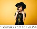 一个年轻女孩在万圣节日本女性制作女巫的角色扮演 48356358