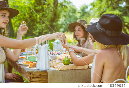 Group of young people sitting at a brunch  48369035
