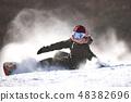 女性挡雪板摔倒 48382696