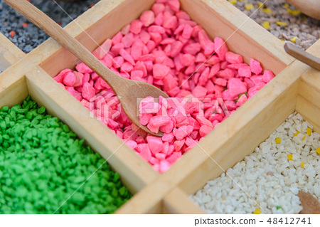 Colored gravel stones for tree art with spoon 48412741