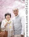 微笑在樱花的资深夫妇 48454521
