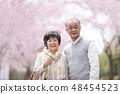 微笑在樱花的资深夫妇 48454523