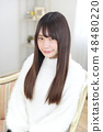 Young lady's hair style 48480220