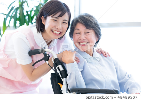 Nursing Care Image Senior Women and Caregivers 48489507