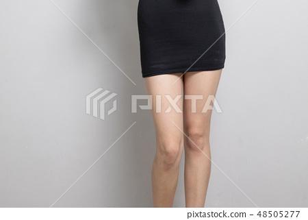 섹시한 여성의 포즈 48505277