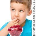 Little boy with raspberries 48507211
