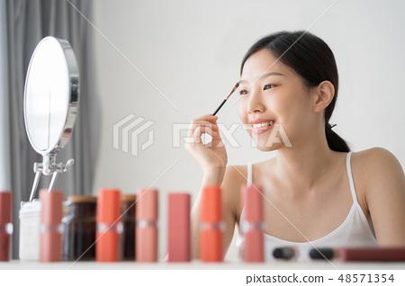 female makeup beauty  48571354