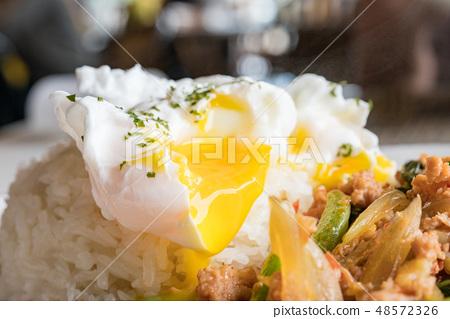 泰國國家擊球魚銷售。黃色公民平礦物質飲食。米飯烹飪是人類的主食。 48572326