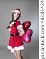 산타 의상을 입은 여성 48585424