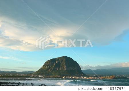 제주 서귀포 해안, 바다,산방산,구름, 48587974