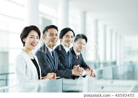 ทีมนักธุรกิจสำนักงานธุรกิจกลาง 48593455