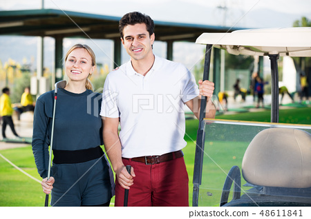 Golf players at golf course 48611841