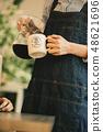 女士咖啡館放鬆 48621696