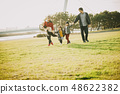 父母和孩子公園玩 48622382