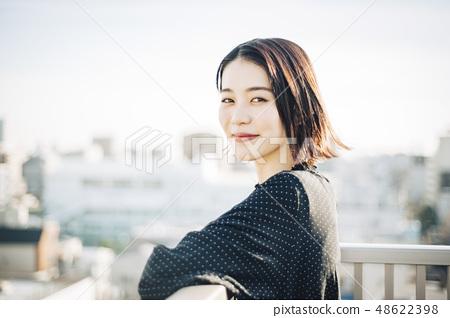 女性的屋頂生活方式 48622398