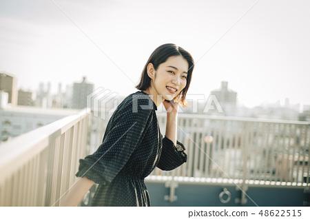 女人屋頂肖像 48622515