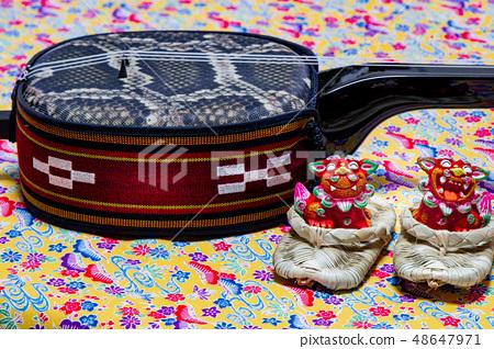 Okinawa Sanshin and Adan sandals and shisa 48647971