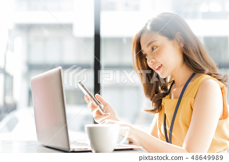 Female business woman 48649989