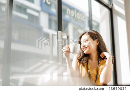 女商人咖啡休息 48650033