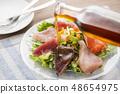 สลัดอาหารทะเลพร้อมน้ำมันงา 48654975