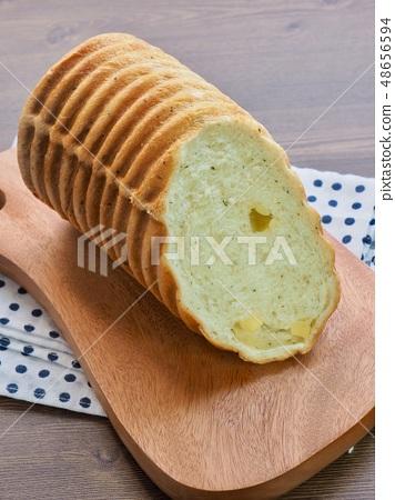 동그랑 식빵과 포크 48656594