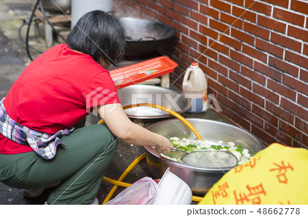 野驢,在戶外做飯,野驢在房子外做飯 48662778