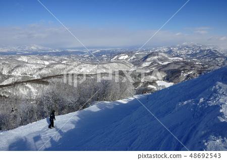 靠近馬達勞滑雪場的山頂 48692543