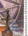 우루과이 출신 건축가 라파엘 비뇨루 의해 지어진 도쿄 국제 포럼 입구 오타 道灌의 동상. 48704282