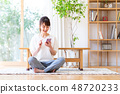 一位年輕女士(智能手機) 48720233