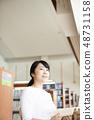 도서관에서 독서하는 여자 48731158
