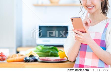 Housewife (smartphone kitchen) 48749595