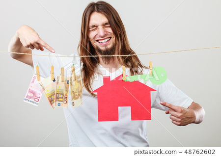 Man seller with money and house 48762602