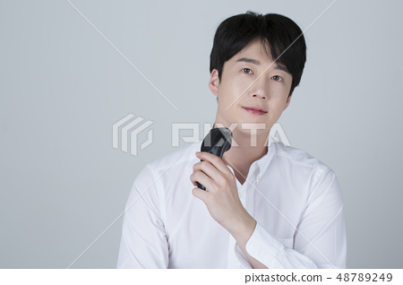 Portrait of attractive young man isolated on gray background 081 48789249