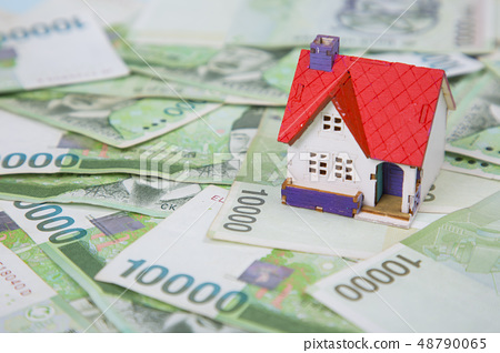 Household budget concept, home budget planning expenses and target money saving props photo 197 48790065