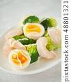 새우와 브로콜리, 삶은 계란 샐러드 (세로) 48801321