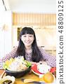 一块米饭年糕。味噌酱,准备食物和米饭的火锅。 48809125