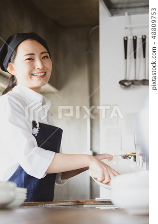 厨房餐厅女性 48809753