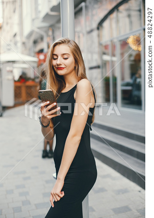 girl with phone 48824297