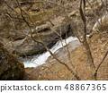 從Nikko Urami瀑布瀑布散步的山小河 48867365