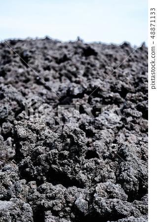 오한 굳어진 용암 (소 주행 용암 흐름) 48871133
