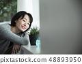 다육 식물을 감상 30 대 여성 48893950