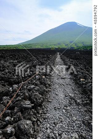 소 주행 용암 흐름 풍경 48894792