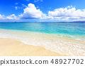 아름다운 오키나와의 해변과 여름 하늘 48927702