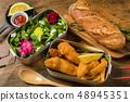 피쉬 앤 칩스 typical British fish and chips 48945351