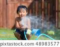 정원 잔디 소년 물놀이 48983577