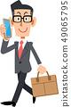 스마트 폰에서 전화하면서 출퇴근하는 안경을 착용 사업가 49065795